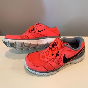 NIKE Women's Shoes - Size 6.5